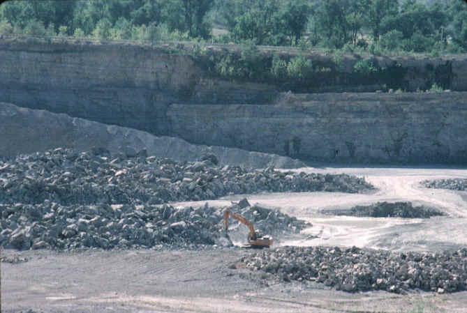 limestone_quarry.JPG (98696 bytes)